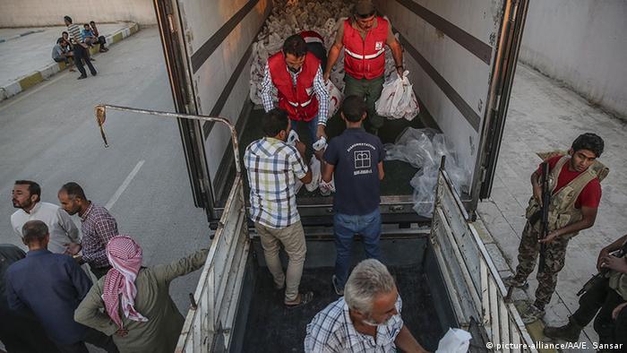 Syrien Waffenstillstand Eid Al Adha Rote Halbmond verteilt Fleisch