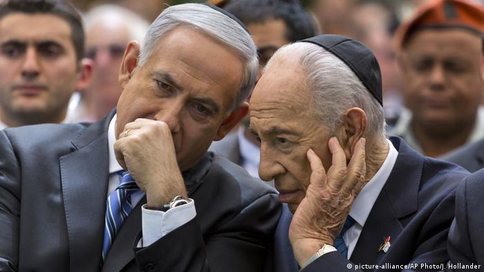 Israel 2013 - Benjamin Netanjahu & Schimon Peres in Jerusalem (picture-alliance/AP Photo/J. Hollander)