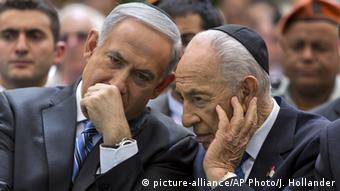Peres with Israel's PM Netanyahu during the Remembrance Day (2013)