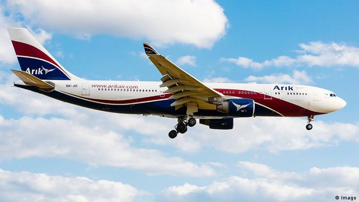 Großbritannien Flugzeug von Arik Air landet in Heathrow