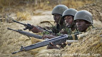 Somalia: Kenian forces fighting Al-Shabaab Copyright: picture alliance/AP Photo/B. Curtis