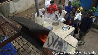 Kenia Kibera Slum Kochen mit Müll