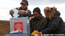 Russland Parlamentswahlen Wähler Wahlurne Barentssee