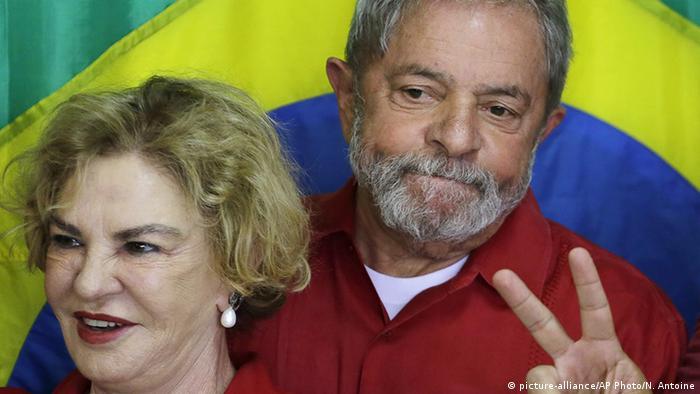 Brasilien ehemaliger Präsident Lula da Silva mit Ehefrau Marisa Leticia (picture-alliance/AP Photo/N. Antoine)
