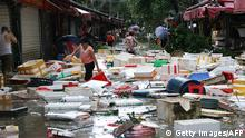15.09.2016 ++++++++ Residents clean up a flooded street in Xiamen, in China's eastern Fujian province after Typhoon Meranti made landfall on September 15, 2016. Parts of Taiwan came to a standstill on September 15 as super typhoon Meranti brought the strongest winds in 21 years, while China issued a red alert for waves as the storm bore down on the mainland. Copyright: Getty Images/AFP