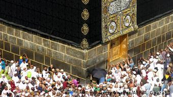 Saudi-Arabien Mekka Hajj Pilger umrunden die Kaaba
