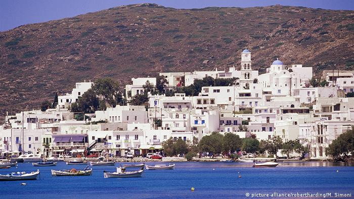White buildings in Greece (picture-alliance/robertharding/M. Simoni)