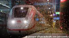 Ein Zug des Typs ICE 4 fährt am 14.09.2016 bei der feierlichen Präsentation des neuen Zuges ICE 4 (Baureihe 412) in den Hauptbahnhof in Berlin ein. Noch in diesem Jahr testet die Deutsche Bahn die ersten zwei ICE 4 im Rahmen einer mehrmonatigen Einführungsphase. Foto: Bernd von Jutrczenka/dpa +++(c) dpa - Bildfunk+++   BdT Bilder des Tages mit Deutschlandbezug Copyright: picture-alliance/dpa/B. von Jutrczenka