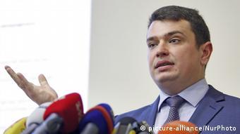 Юрій Луценко почав проводити а Артемом Ситником регулярні наради для уникнення повторення скандалів