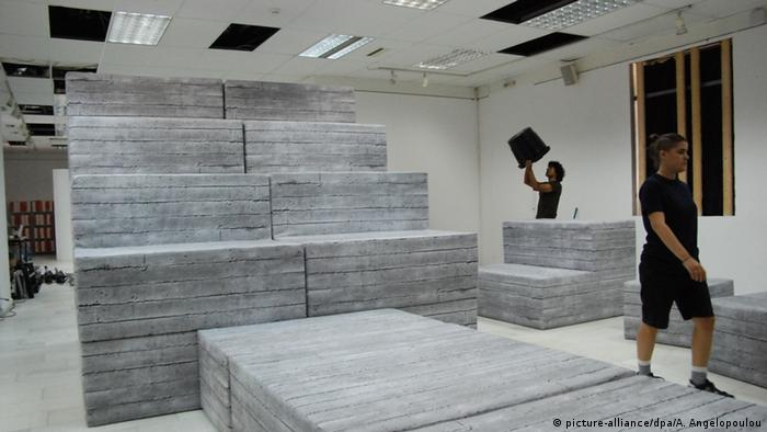 Blocks at documenta 14 Copyright: picture-alliance/dpa/A. Angelopoulou