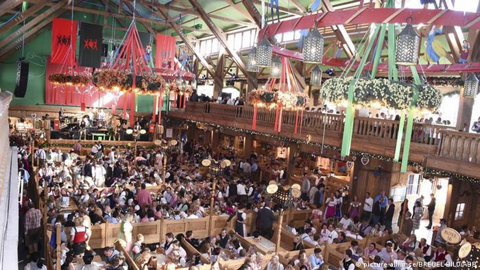 Zelt-Guide für das Oktoberfest Kufflers Weinzelt