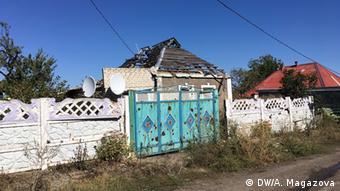 Разрушенный дом возле промзоны в Авдеевке