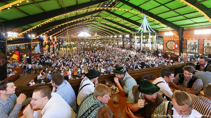 Zelt-Guide für das Oktoberfest Bierzelt Augustiner Festhalle