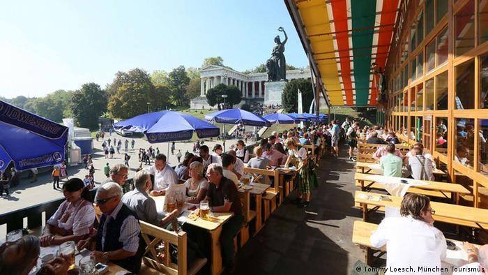 Zelt-Guide für das Oktoberfest Bierzelt Schuetzen-Festzelt Balkon und Bavaria