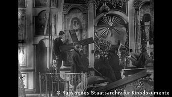 Russland Bolschewiki in russischer Kirche Foto: Russisches Staatsarchiv für Kinodokumente