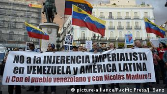 Manifestación a favor de Maduro en Madrid (2016) (picture-alliance/Pacific Press/J. Sanz)