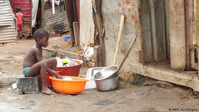Angola Slum Kinanga in Luanda (DW/N. Sul d'Angola)