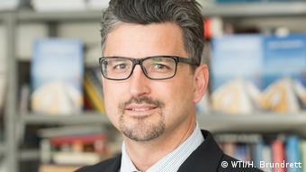 Манфред Ельзіґ - професор з мінжнародного торговельного права, експерт Інституту світової торгівлі