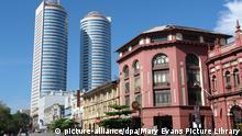 En primer plano, restos de la arquitectura colonial de Colombo. Al fondo: el moderno World Trade Center de Sri Lanka.