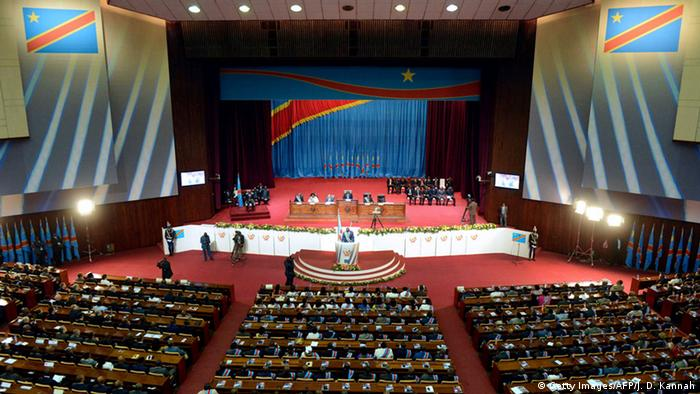 Foto de arquivo (2012): Joseph Kabila discursa no Parlamento, em Kinshasa