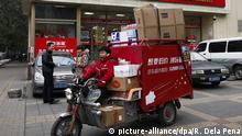 11.11.205 *** epa05020168 An employee of a delivery service rides a tricycle loaded with parcels, mostly from online shopping, past a supermarket in Beijing, China, 11 November 2015. Chinese internet giant Alibaba made 5 billion dollars in the first 90 minutes of the country's 'Singles Day' online shopping binge on 11 November, defying fears of an economic slowdown in the world's second-largest economy. Alibaba rival and China's largest online direct sales company, JD.com, said on 11 November that its website had clocked up 10 million orders by 10 am (0200 GMT), which is up 180 per cent from the site's total number of orders on Singles Day last year. EPA/ROLEX DELA PENA Copyright: picture-alliance/dpa/R. Dela Pena