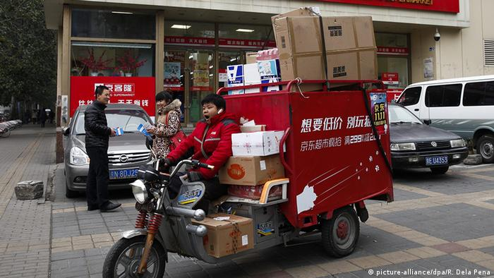 China Lieferservice in Beijing (picture-alliance/dpa/R. Dela Pena)