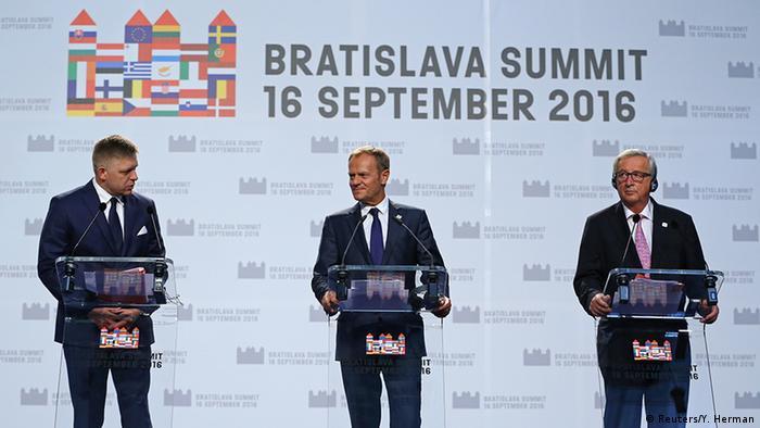 Fico, Tusk und Juncker (Foto: Reuters/Y. Herman)