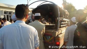 Pakistan Selbstmordanschlag auf eine Moschee (picture-alliance/AA/M. Khan)