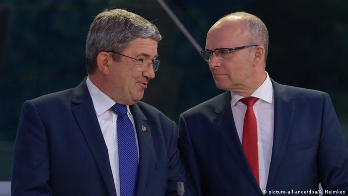 Ministerpräsident und SPD-Chef in Mecklenburg-Vorpommern, Erwin Sellering (r.) mit CDU-Landeschef und Innenminister Lorenz Caffier