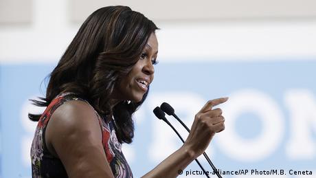 USA Michelle Obama Wahlkampfrede für Hillary Clinton in Fairfax (picture-alliance/AP Photo/M.B. Ceneta)
