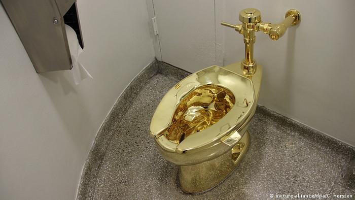 USA Guggenheim Museum - Toilette America aus Gold von Maurizio Cattelan (picture-alliance/dpa/C. Horsten)