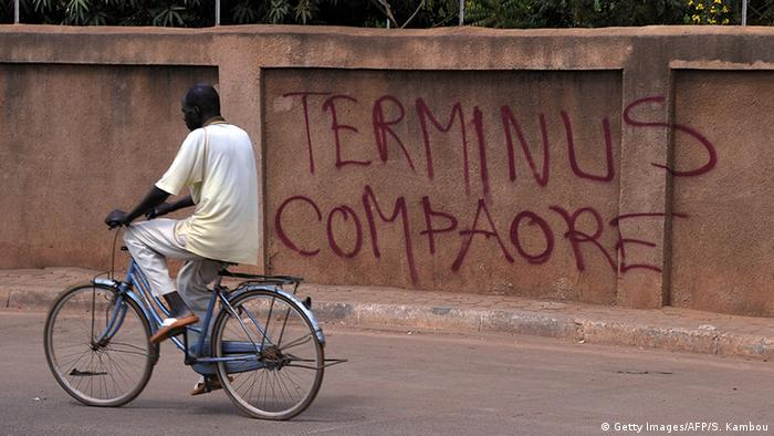 Le 31 octobre 2014, après 27 ans au pouvoir, Blaise Compaoré démissionne sous la pression