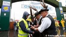 17.09.2016 *** Security checks the bags of visitors on the opening day of the 183rd Oktoberfest in Munich, Germany, September 17, 2016. REUTERS/Michaela Rehle © Reuters/M. Rehle