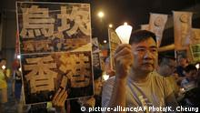 17.09.2016 Protesters hold placards with Chinese words that read Wukan village is Hong Kong during a candlelight vigil outside the Chinese central government's liaison office in Hong Kong, Saturday, Sept. 17, 2016. Journalists were attacked and forced out of the fishing village where China has suppressed new protests five years after the village received international attention for demonstrations against land seizures. (AP Photo/Kin Cheung) | Copyright: picture-alliance/AP Photo/K. Cheung