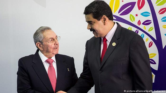 Venezuela President Nicolas Maduro (R) and Raul Castro, Cuba