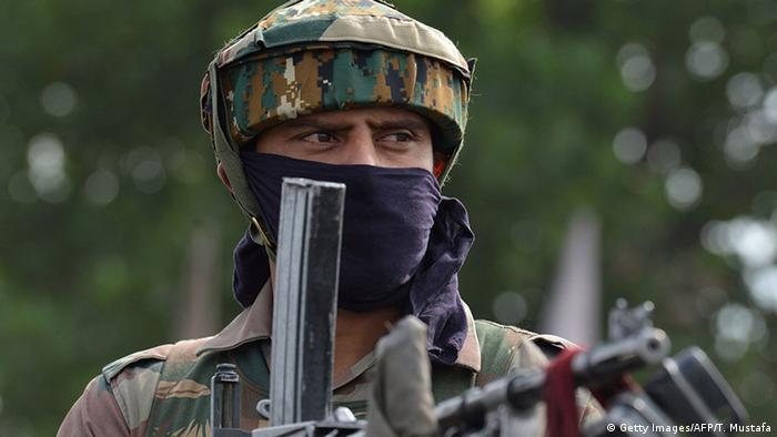 Indien Kaschmir Indischer Soldat (Getty Images/AFP/T. Mustafa)