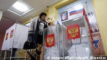 Russland Moskau Parlamentswahlen Wahlurnen