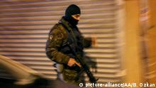 ARCHIV 25.02.2016+++ ISTANBUL, TURKEY - FEBRUARY 25: Turkish Police's Counter Terrorism and Special Force units stage simultaneous anti-terror operations at Bahcelievler and Sancaktepe districts of Istanbul, Turkey on February 25, 2016.   Keine Weitergabe an Wiederverkäufer. +++ (C) picture-alliance/AA/B. Ozkan