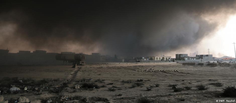 Poços de petróleo queimados pelos jihadistas: a fumaça está afetando a saúde da população