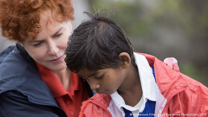 Film still from Long Way Home with Nicole Kidman and Sunny Pawar, an Indian boy talking to his future adoptive mother from Australia (Universum Film / Long Way Home Productions 2015)