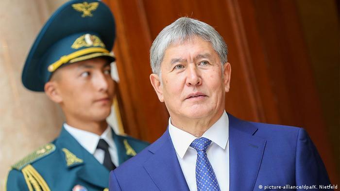 Deutschland kirgisische Präsident Almasbek Atambajew (picture-alliance/dpa/K. Nietfeld)