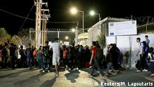 19.9.2016 *** Refugees and migrants stand at the closed gate of the Moria migrant camp, after a fire at the facility, on the island of Lesbos Refugees and migrants stand at the closed gate of the Moria migrant camp, after a fire at the facility, on the island of Lesbos, Greece, September 19, 2016. Intimenews/Manolis Lagoutaris/via REUTERS ATTENTION EDITORS - THIS IMAGE HAS BEEN SUPPLIED BY A THIRD PARTY. FOR EDITORIAL USE ONLY. NO RESALES. NO ARCHIVE. GREECE OUT. NO COMMERCIAL OR EDITORIAL SALES IN GREECE. Copyright: Reuters/M. Lagoutaris