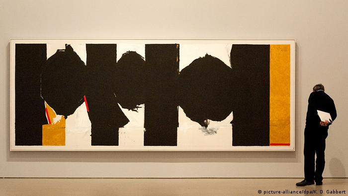 Visitor looking at Elegy to the Spanish Republic by Robert Motherwell. Copyright: picture-alliance/dpa/K. D. Gabbert