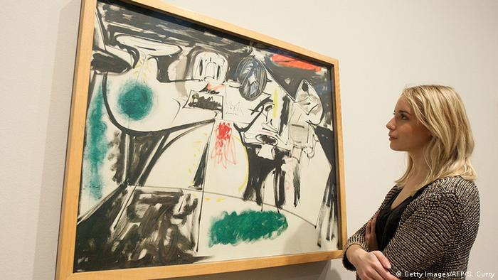 Woman peers at Arshile Gorky painting. Copyright: Getty Images/AFP/S. Curry