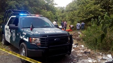 Un escarmiento por una deuda de drogas fue la causa de que seis personas aparecieran heridas con las manos amputadas cerca de Guadalajara. La vendetta habría tenido lugar entre bandas del cartel Jalisco Nueva Generación. (18.10.2016)