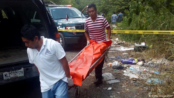 Mexiko Polizei entdeckt Leichen von Alejo Nabor Jimenez Juarez und Jose Alfredo Juarez de la Cruz (Getty Images/AFP)