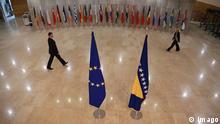 Symbolbild Bosnien und EU Fahnen Flaggen