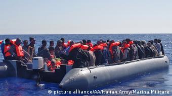 Mittelmeer Flüchtlinge in einem Schlauchboot