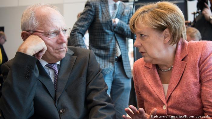 Deutschland Wolfgang Schäuble und Angela Merkel in Berlin (picture-alliance/dpa/B. von Jutrczenka)