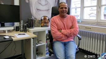 Луїджі Тоскано у своєму офісі в центрі Altes Volksbad в Маннгаймі